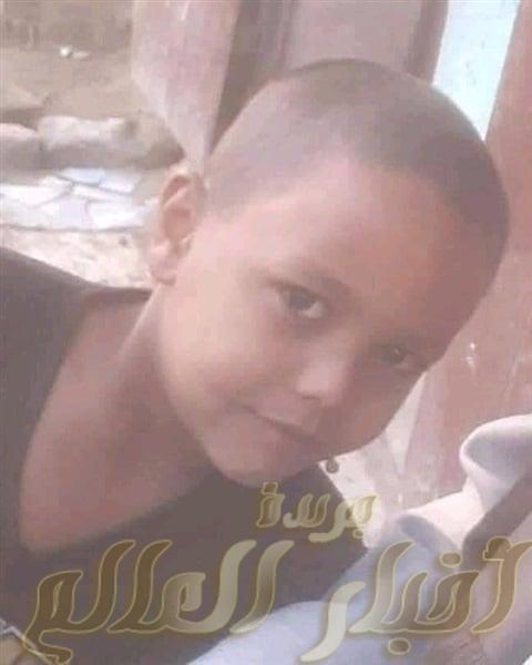 مصرع طفل تحت عجلات سيارة نفل امام منزلة بسوهاج