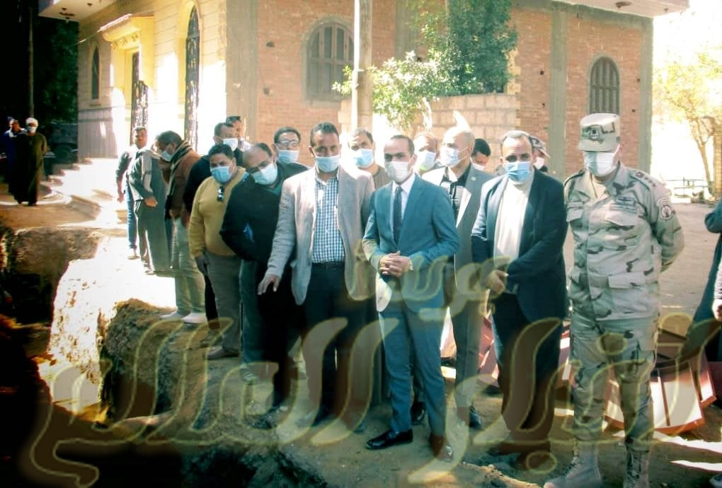 """نائب محافظ سوهاج يتفقد مشروعات المياه والصرف بقرية """"الكتكاتة"""" بساقلتة"""