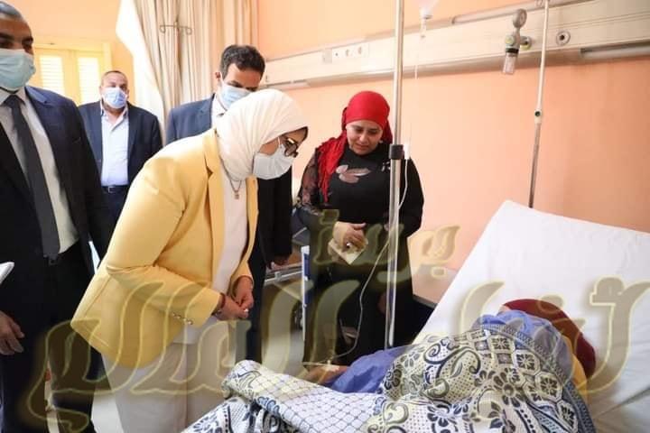 وزيرة الصحة توجه بنقل 3 مصابين إلى مستشفى معهد ناصر لتلقي الرعاية الطبية اللازمة