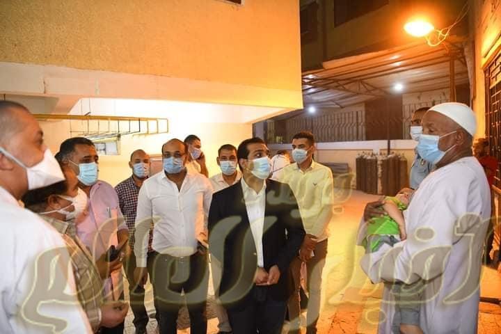 نائب محافظ قنا يفاجئ مستشفي حميات نجع حمادي ليلا للاطمئنان علي مصابي كورونا.