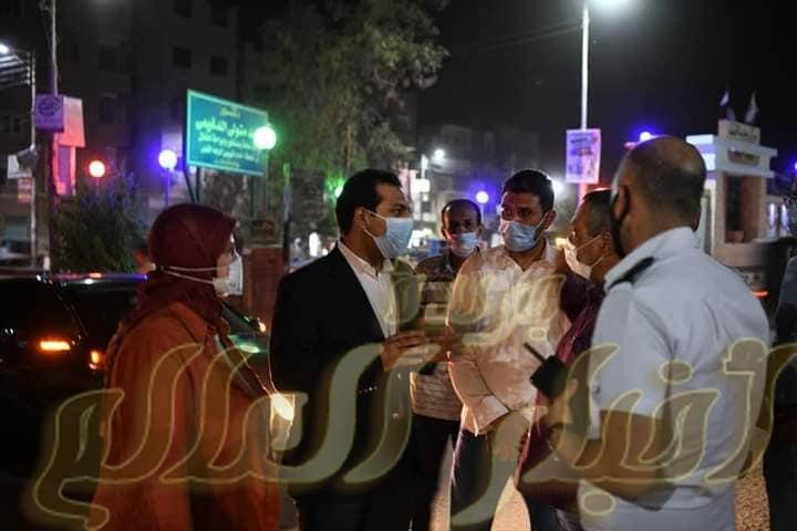 نائب محافظ قنا يتابع تنفيذ مواعيد الإغلاق الجديدة للمحال والمقاهي بمدينة قفط