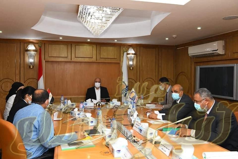 محافظ قنا يترأس اجتماع مجلس إدارة المنطقة الحرة بقف