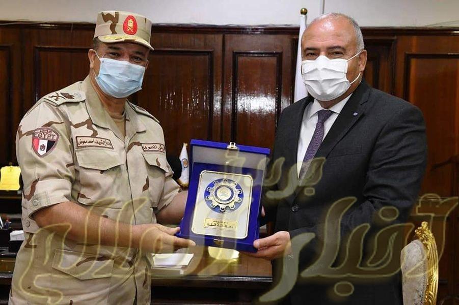 محافظ قنا يستقبل قائد المنطقة الغربية العسكرية